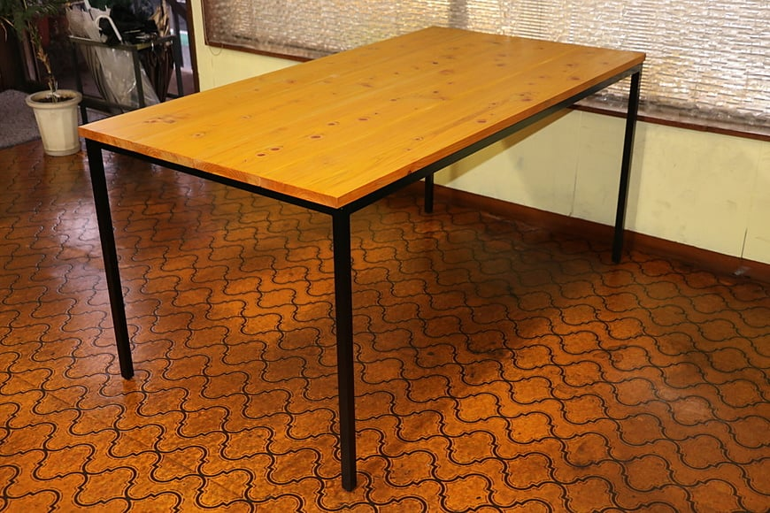 Dyeing yellow iron table