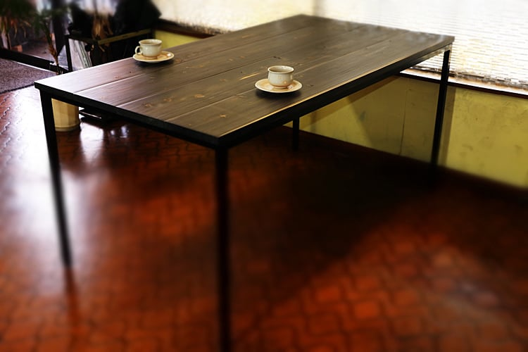 Iron table (hinoki, black)