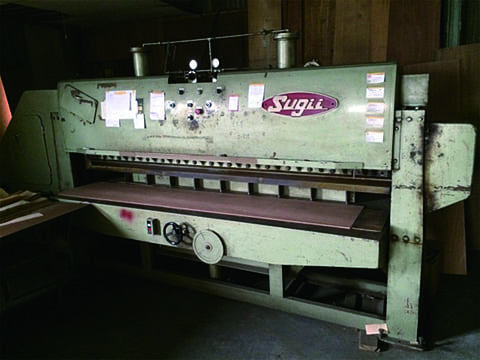 Sliced veneer cutter